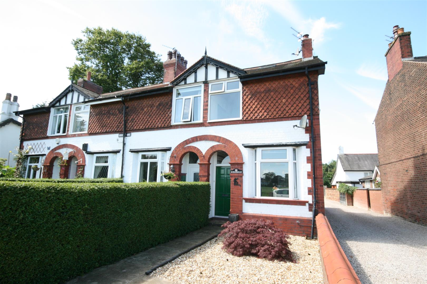 2 Bedrooms End Of Terrace House for sale in The Greenside, Wrea Green, Preston